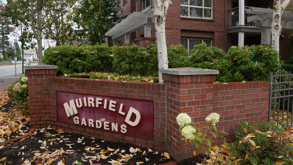 Muirfield-Gardens_Corner-sign